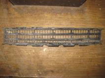 Решетка в бампер центральная Renault Megane II