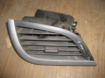 Дефлектор воздушный левый Peugeot 207