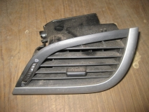 Дефлектор воздушный правый Peugeot 207
