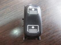 Кнопка шторки Mercedes Benz W210