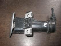 Форсунка омывателя фары правая Toyota Corolla E12