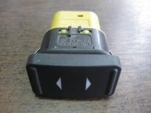 Кнопка стеклоподъемника Ford Focus II